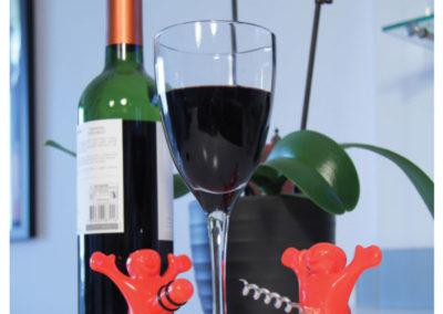 happy-man-wine-stopper-opener-set2