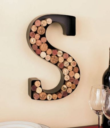 letter-wine-cork-holder-s