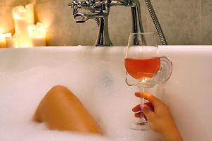 sipcaddy-bath-wine-holder3
