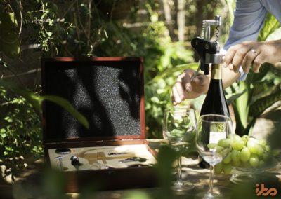 wine-accessory-set-ibo-vino-picnic-uncorking