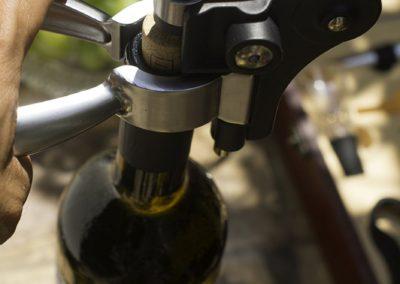wine-accessory-set-ibo-vino-uncorking