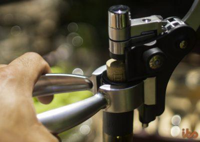 wine-accessory-set-ibo-vino-uncorking2